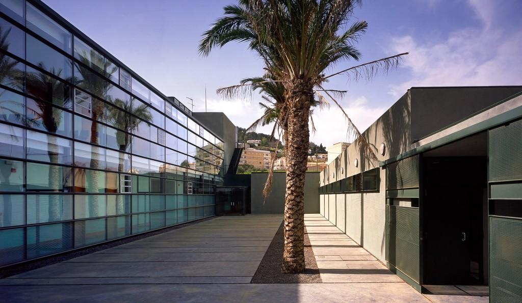 chiva-healthcare-hand-architecture-sergio-de-miguel